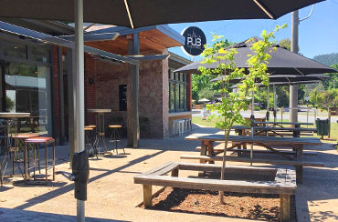 Dog friendly restaurants & cafes in Porepunkah - Dogs On